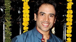 Bollywood congratulates Tusshar Kapoor as he takes on single fatherhood