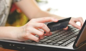 Online shopping surges but customers wary