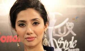 Mahira Khan wins Best Actress at the Lux Style Awards (according to you)