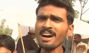 Could this fruitseller be Pakistan's next singing sensation?