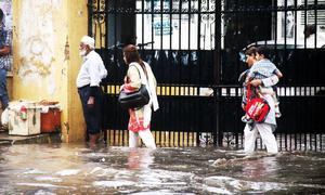 Downpour causes havoc on Karachi roads, streets remain flooded