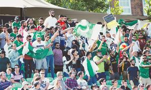 Pakistan trounce England, make Independence Day memorable