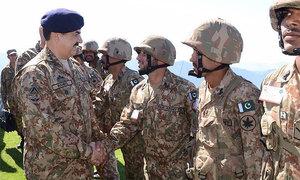 General Raheel visits Khyber agency, appreciates effort in checking cross border movement