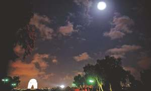 Stargazers treated to year's last lunar eclipse