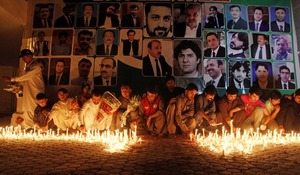 Quetta lawyers protest against delay in holding reference to honour slain lawyers