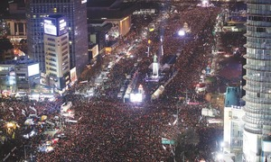 S. Koreans march close to presidential house