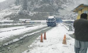 Snowfall brings miseries to Chitral-bound passengers