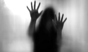 عامل نے تشدد کے بعد خاتون کو زندہ جلادیا