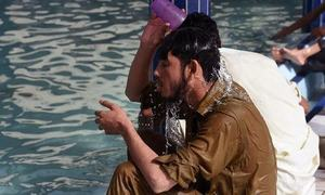 Sukkur sizzles at 44 degrees Celsius amid hot weather in Sindh