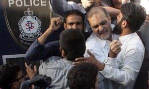 Karachi suffers crippling traffic jam as JI blocks major thoroughfare