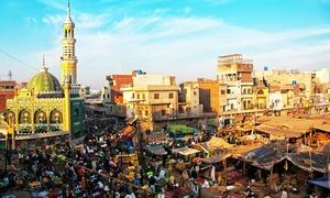 لاہور پَھل نہیں پھول رہا ہے