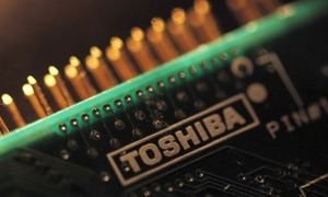 Foxconn to bid for Toshiba's chip business