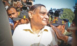 Dr Asim lodges FIR about threat to his life from armed men
