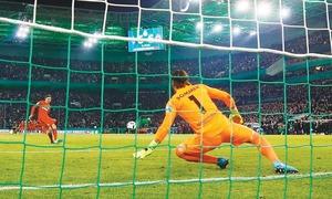 Frankfurt in German Cup final after Gladbach shootout win