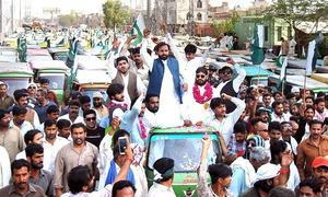 Rickshaw drivers in Lahore protest against ride-hailing services, Orange Cab scheme
