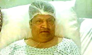 Umer Sharif's family says his illness is minor after hospital photo goes viral