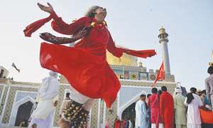 Devotees throng Qalandar's shrine as 765th Urs begins