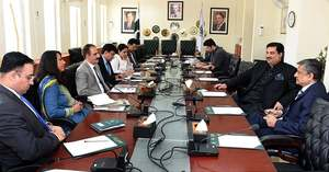 Govt to revise trade policy