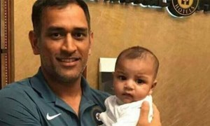 MS Dhoni wins hearts with picture of Sarfaraz's son