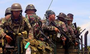 Philippines says IS fighters trapped in corner of besieged town
