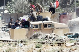 Iraqi forces let hundreds of civilians out of Mosul
