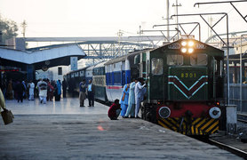 یادِ ماضی کی پٹری پر دوڑتی ٹرین کا سفرنامہ