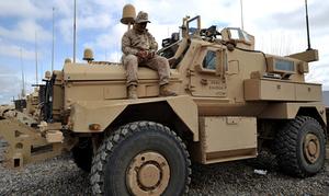 امریکی فوجی گاڑیاں افغانستان جانے کیلئے کراچی پورٹ پہنچ گئیں