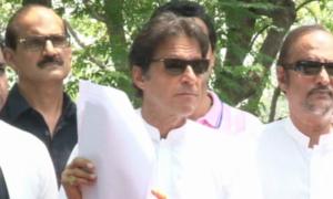 Imran resents comparison between him and Sharif