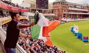 قومی پرچم الٹا پکڑنے پر اکشے کمار کی معذرت