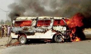 اٹک: وین اور ٹرک میں تصادم، 6 افراد جھلس کر ہلاک