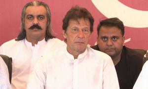 Imran urges PML-N to distance itself from Nawaz Sharif