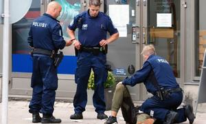 Stabbing spree in Finnish city; several injured, suspects hunted