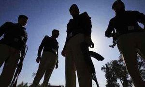 خاتون کا قتل: 'لاپرواہی' کے باعث پولیس افسران کو جیل