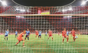 Video referee landmark as Bayern start season on winning note