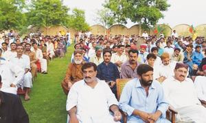 PTI holds another big show in Dadu to welcome 25 village elders to party