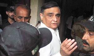 ڈاکٹر عاصم حسین علاج کیلئے لندن روانہ
