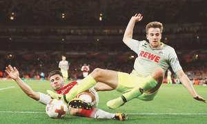 Arsenal win after crowd trouble, Silva fires Milan