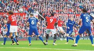 Manchester United thrash Everton as Arsenal hold Chelsea