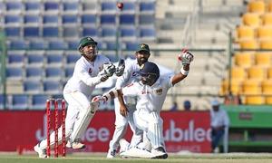 Defiant Lankans struggle for runs in Abu Dhabi