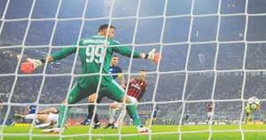 Icardi hat-trick as Inter reign in Milan