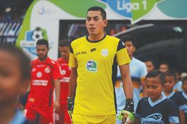 Indonesian fans mourn death of goalkeeper after mid-game collision