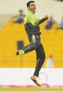 Tharanga's ton in vain as Pakistan go 2-0 up