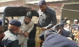 قندیل قتل کیس: مفتی قوی 4 روزہ ریمانڈ پر پولیس کے حوالے
