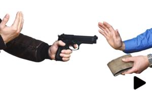 اسلحے کے زور پر راہ چلتے نوجوانوں سے لوٹ مار