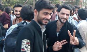 قائد اعظم یونیورسٹی کے طلبہ کا بحالی کے اعلان کے بعد احتجاج ختم