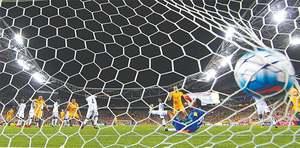 Hat-trick hero Jedinak sends Australia to World Cup