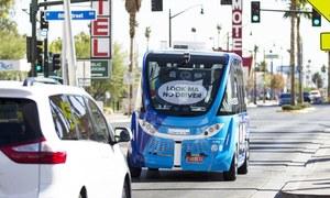 ڈرائیور لیس بس افتتاح کے 2 گھنٹے بعد حادثے کا شکار