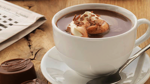 Which cafe serves the best hot chocolate in Karachi?