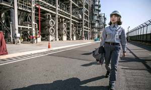 Women breach world of big oil