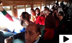 خواجہ سراؤں کا ٹرین میں سفر